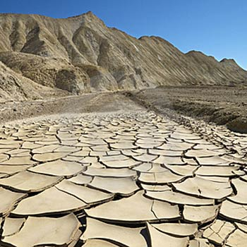 Cracked-ground-in-death-valley